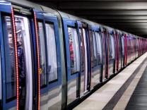Neue U-Bahn mit Türbeleuchtung in München, 2016