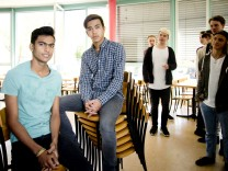 Gröbenzell: Hamza / Hassan - Schüler sammeln Unterschriften für Flüchtlinge