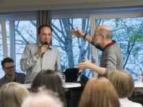 Ottobrunn, Michaelskirche, Diskussion  âĞWer bin ich?âĜ mit der Perspektive Orientierung finden für das eigene Leben