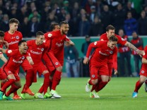 Eintracht Frankfurt's players celebrate winning the match after a penalty shootout