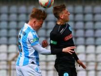Lino Tempelmann li 1860 AJ gegen Jonas Meiser SV Stutgarter Kickers Fussball A Junioren B; 1860 u19