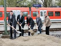 S-Bahnhof Perlach. Symbolischer Spatenstich zum barrierefreien Ausbau des Bahnhofs.