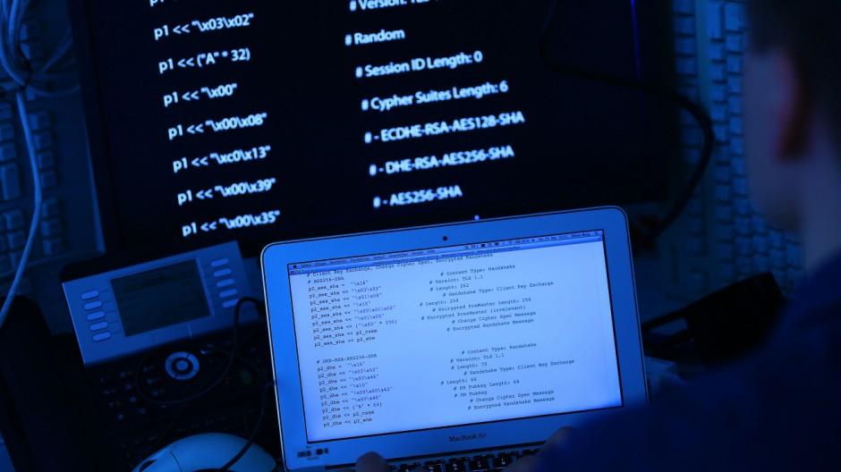 Computer mit Quellcode