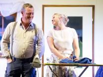 Puchheim-Ort: Premiere 'Des bisserl Haushalt - ...' / Theaterverein