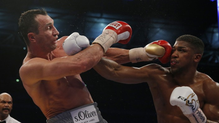 Anthony Joshua in action with Wladimir Klitschko