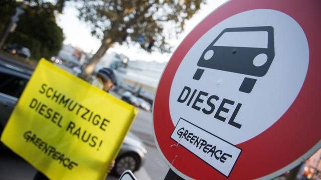 Greenpeace demonstriert für bessere Luft in Innenstädten