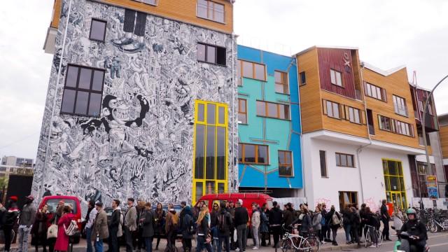 In Berlin hat am 01 05 2017 der Holzmarkt mit einer Party eroeffnet Am selben Ort tanzten bis 2010