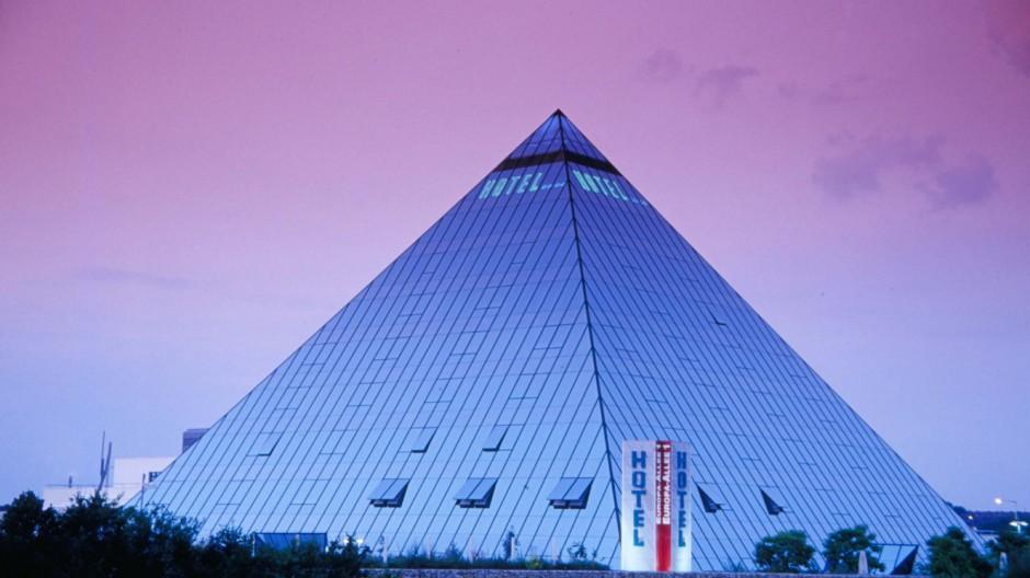 Hotel Pyramide in Fürth, 2003