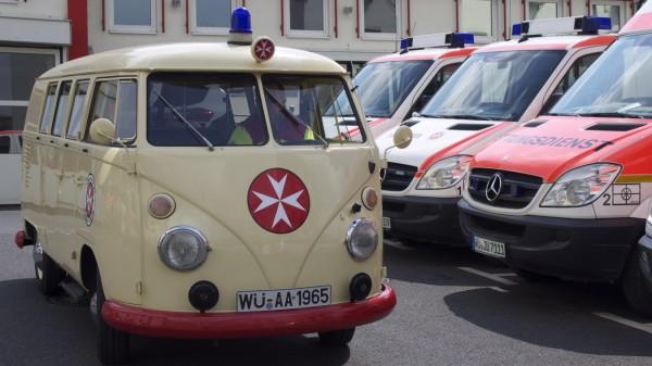 VW-Bulli-Krankenwagen von 1965 von den Würzburger Johannitern