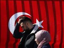 Expatriate Turks Begin Voting In Referendum