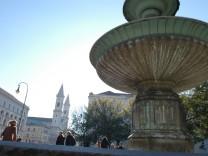 Brunnen vor der LMU, 2003