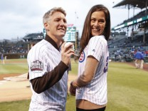 Bilder des Tages SPORT Chicago Fire soccer player Bastian Schweinsteiger L and his wife Ana Ivan