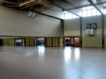 Olching: GYMNASIUM / Turnhalle geschlossen