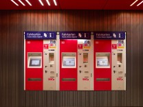 München: S-Bahnhof / Pendler / Berufsverkehr / MVV