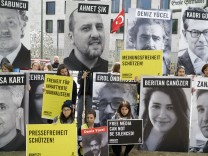 Tag der Pressefreiheit: Vor der Botschaft der Türkei in Berlin