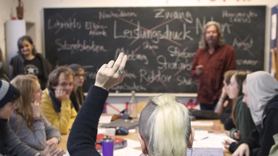 Vertiefen und das Herstellen von Zusammenhängen: Unterricht in der Berlin Rebel High School.