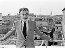 Portrait de l ecrivain italien Primo Levi en 1980 AUFNAHMEDATUM GESCHÄTZT PUBLICATIONxINxGERxSUIx