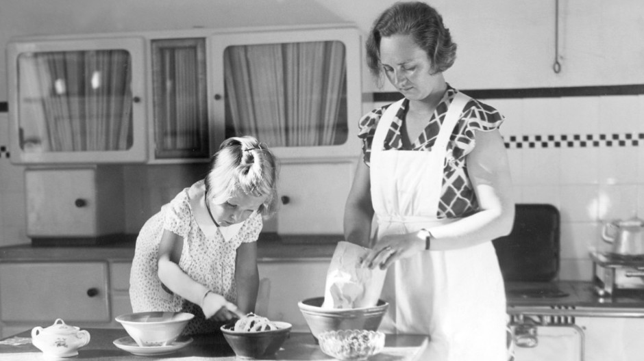 Hausfrau in der Kueche, 1933