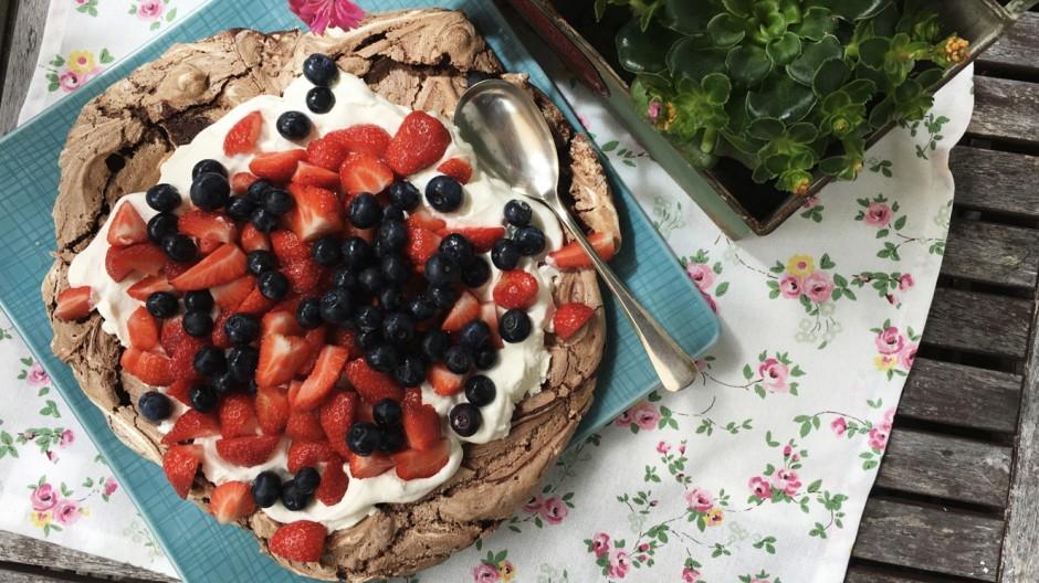 Foodblog 'Lecker auf Rezept' zu Schoko-Pavlova mit Beeren
