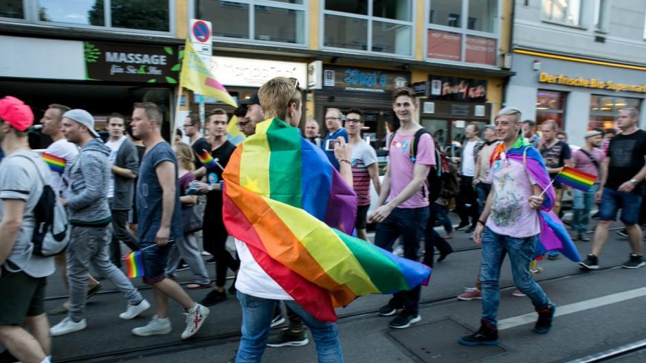 Demonstrationszug durchs Glockenbachviertel. Am International Day against Homo-, Inter- and Transphobia IDAHIT protestieren Münchens Lesben, Schwule, Trans- und Intersexuelle
