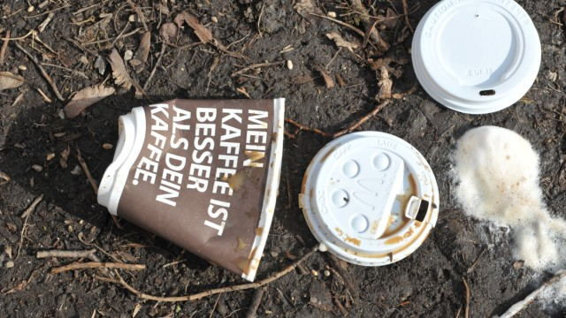 Kaffebecher-Müll in München, 2012