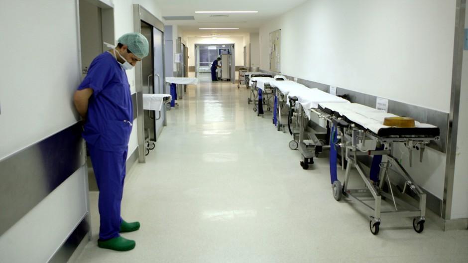 Ärzte streiken - Leerer Flur