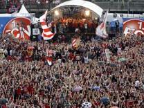 DFB-Pokalsieger 1. FC Nürnberg begeistert empfangen
