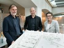 Gewinner des Architekturwettbewerbs für den neuen Bildungscampus in der Messestadt-Riem, präsentiert im Kopfbau der alten Flughafentribüne Riem, Werner-Eckert-Straße 1