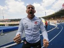 Torsten Lieberknecht Braunschweig Trainer schwört die Fans auf die Relegation ein Fussball 2 B; Torsten Lieberknecht Eintracht Braunschweig 2017