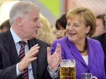 Merkel und Seehofer beim Bier