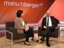 Sandra Maischberger l r der Politiker Martin Schulz SPD Parteivorsitzender und Kanzlerkandidat u