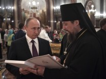 Russian President Vladimir Putin visits Christ the Saviour Cathedral in Moscow