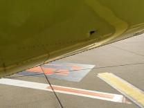 Passagiere entdecken vor Air-Berlin-Flug Loch im Flugzeug