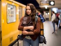 """Die Australierin Clare (Teresa Palmer) wollte die volle """"Berlin Experience"""" und bekommt einen Horrortrip gratis dazu."""