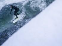 Surfer auf dem Eisbach