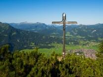 Panorama vom Schattenberg 1692m zum Fellhorn 2038m und Söllereck 1706m sowie Freibergsee Allgä