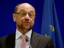 Martin Schulz besucht Einsatzführungskommando