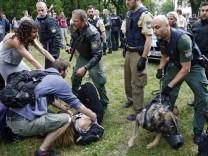 Polizeieinsatz bei Schülerdemo gegen Abschiebung