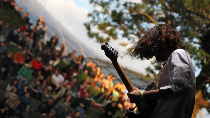 Konzerte unter freiem Himmel gibt es beim Theatron Pfingstfestival.