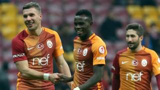 Lukas Podolski In Der Türkei Kratzer In Der Glitzerfassade Sport