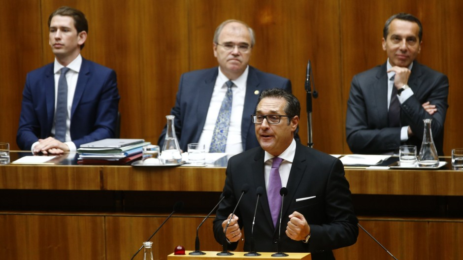 Head of FPOe Strache delivers a speech in front of Austria's Foreign Minister Kurz, Justice Minister Brandstetter and Chancellor Kern during a session of the parliament in Vienna