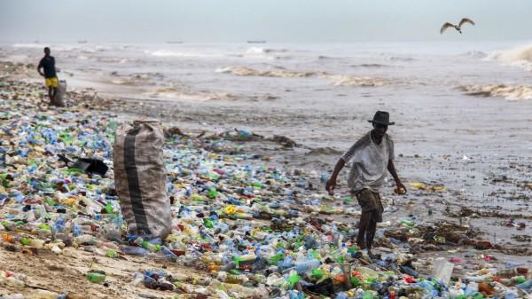 Plastik Müll am Strand in Ghana