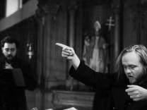 """Der musikalische Kern ist bei Björn Schmelzer und seiner Gesangsformation """"Graindelavoix"""" kein klangästhetischer, sondern ein spiritueller."""