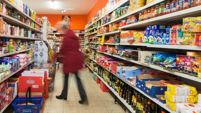 Einkaufstourismus aus der Schweiz jagen in deutschen Supermärkten nach Schnäppchen