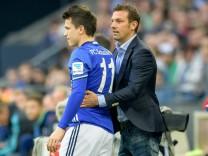 Trainer Markus Weinzierl FC Schalke 04 und Yevhen Konoplyanka FC Schalke 04 11 beim Bundesligasp