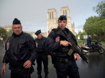 Messerattacke an der Kathedrale Notre-Dame in Paris