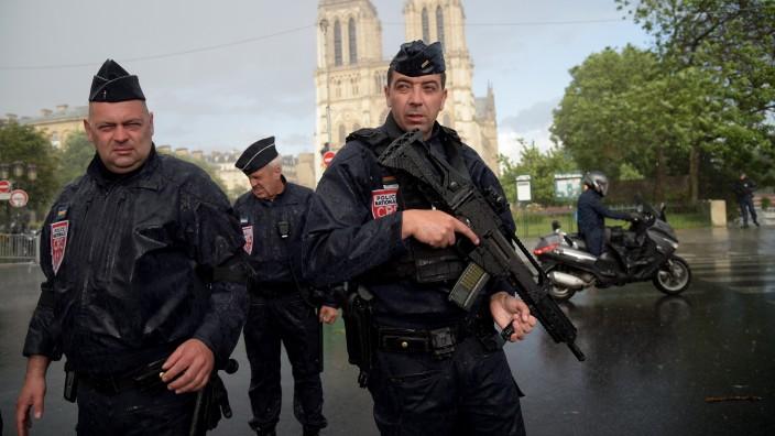 Messerattacke an der Kathedrale Notre-Dame in Paris