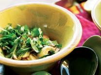 Das Rezept Hühnersuppe Galgant Chili Foto: Reinhard Hunger, Foodstyling: Volker Hobl