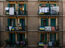 "Protest-Banner ""No tourist flats"" in Barceloneta, Barcelona"