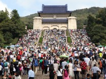 A record 589 million Chinese expected to travel over 'Golden Week'